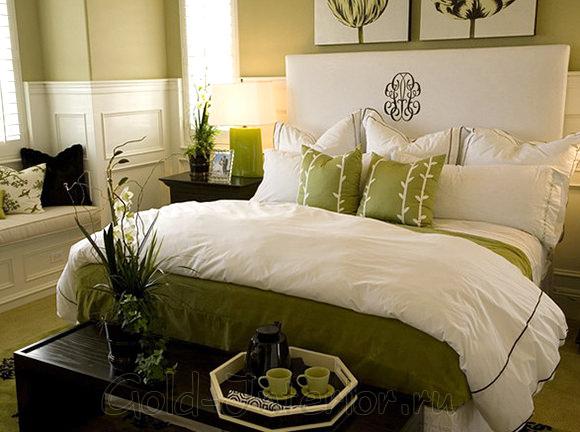 Текстиль в спальне выполнен в экостиле