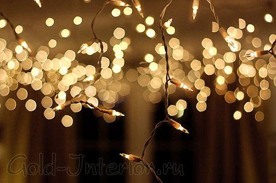 Тёмный шнур и светодиодные лампочки