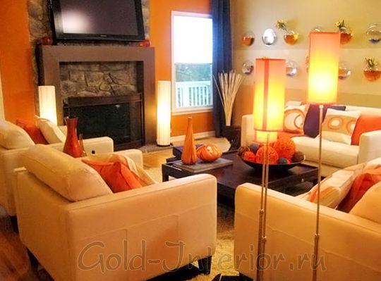 Терракотовый + оранжевый с бежевым цветом в гостиной