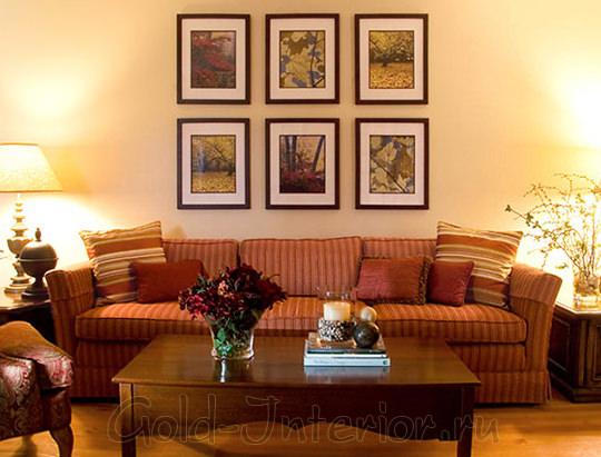 Терракотовый диван + предметы интерьера кленового оттенка