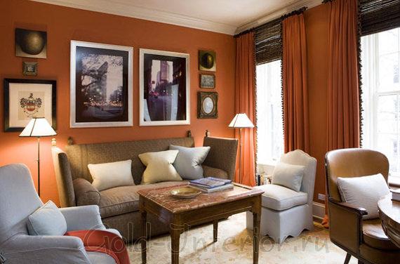 Терракотовый в сочетании с бежевым и дымчатым цветами в декоре гостиной