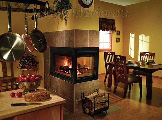 Угловой камин на дровах в интерьере кухни-столовой