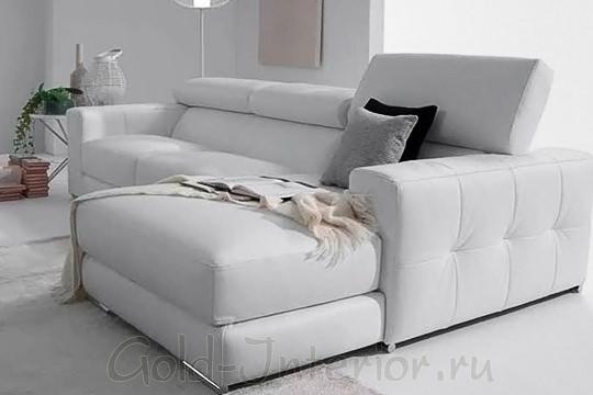 Угловой раскладной диван с серебристым оттенком