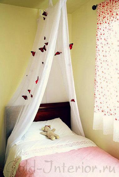 Украшение интерьера спальни бабочками, выполненными своими руками