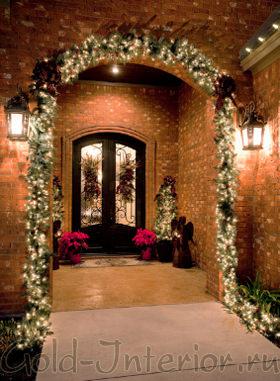 Рождественские украшения из искусственных цветов и веток