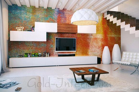 В белом интерьере стена из кирпича всех цветов радуги