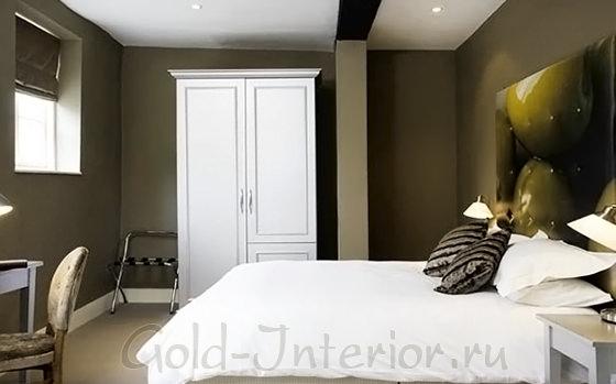 В декоре спальни - оливковый с белым