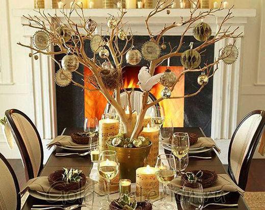 Ветки в роли новогоднего дерева