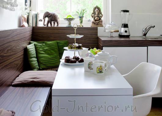 Вместительный кухонный диван из дерева