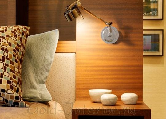 На фото в интерьере спальни - встроенный светильник