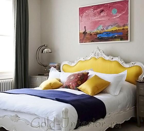 Яркие аксессуары для спальни в хрущёвке