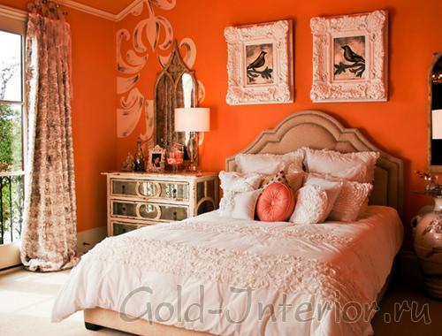 Яркий оранжевый цвет в интерьере спальни