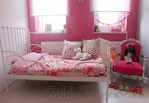 Яркий розовый цвет в детской комнате для девочек