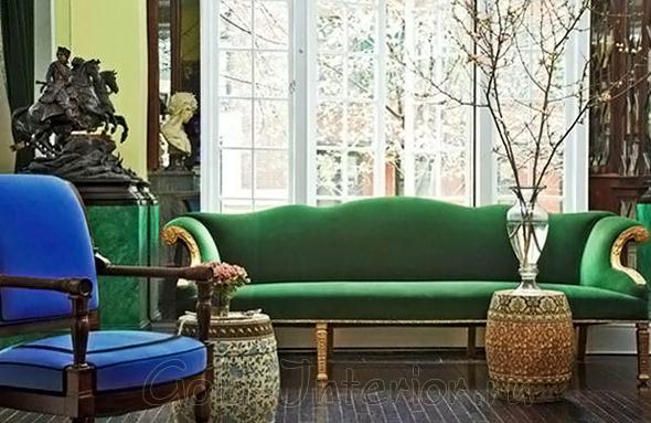 Зелёный диван и синее кресло