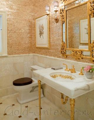 Золотые элементы декора в ванной